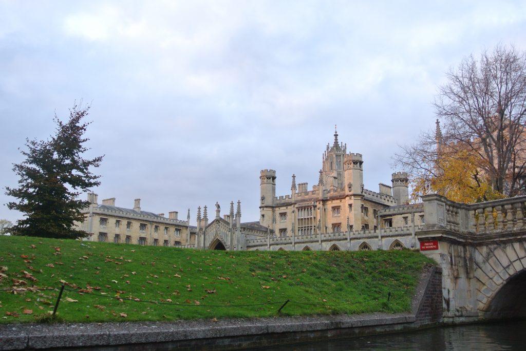 Punting Cambridge - Day Trip from London - Cambridge, UK