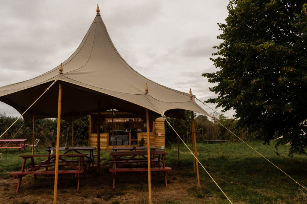 Field725 Frome glamping facilities - kitchen and picnic area